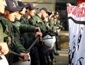 Trotz mehreren hundert Polizisten - Antifas blockieren die Zufahrtswege